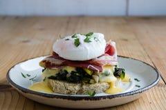 Αγροτικά αυγά Benedict στοκ εικόνες με δικαίωμα ελεύθερης χρήσης