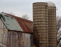 Αγροτικά σιταποθήκη και σιλό του Ιλλινόις στοκ φωτογραφία με δικαίωμα ελεύθερης χρήσης
