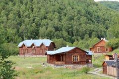 Αγροτικά σπίτια στο taiga, Σιβηρία στοκ φωτογραφίες με δικαίωμα ελεύθερης χρήσης