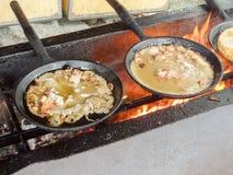 Αγροτικά σόμπα και τηγάνια στοκ φωτογραφίες