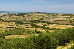 Αγροτικά τοπία της όμορφης Τοσκάνης, Ιταλία Στοκ φωτογραφία με δικαίωμα ελεύθερης χρήσης