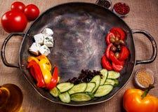 Αγροτικά φρέσκα λαχανικά σε ένα τηγάνι Στοκ Εικόνα