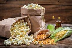 Αγροτικά popcorn και καλαμπόκι Στοκ Φωτογραφία