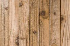 Αγροτικές κατασκευασμένες ξύλινες λουρίδες που παρουσιάζουν τους κόμβους και σιτάρι Στοκ εικόνες με δικαίωμα ελεύθερης χρήσης