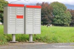 Αγροτικές ταχυδρομικές θυρίδες για τις πολλαπλάσιες κατοικίες στοκ φωτογραφία