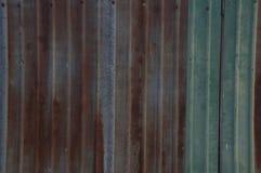 Αγροτική έννοια εγχώριων σπιτιών τοίχων σκουριάς φύλλων μετάλλων Στοκ Εικόνες