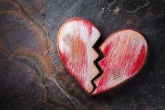Αγροτική κόκκινη καρδιά στην πλάκα στοκ φωτογραφία με δικαίωμα ελεύθερης χρήσης