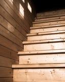 Αγροτική ξύλινη κατώτατη άποψη σκαλοπατιών Στοκ Φωτογραφία