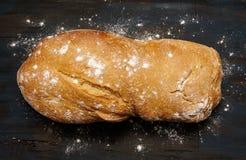 Αγροτική οργανική φραντζόλα του ψωμιού στοκ φωτογραφία με δικαίωμα ελεύθερης χρήσης