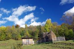 Αγροτική στοίβα σπιτιών και σανού Στοκ εικόνες με δικαίωμα ελεύθερης χρήσης
