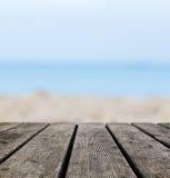 Αγροτικοί ξύλινοι πίνακες Grunge στην παραλία. Ωκεανός στοκ φωτογραφίες