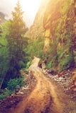 Αγροτικοί δρόμος και βουνά στο Νεπάλ Στοκ Εικόνα