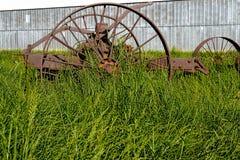 Αγροτικός εξοπλισμός που οξυδώνει μακριά Στοκ Φωτογραφία