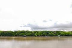 Αγροτικός θερινός ποταμός τοπίων ποταμών Στοκ φωτογραφία με δικαίωμα ελεύθερης χρήσης