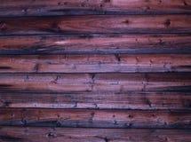 Αγροτικός μμένος ξεπερασμένος σκοτεινός καφετής τοίχος τερακότας υποβάθρου του ξύλινου φυσικού ύφους κούτσουρων Στοκ φωτογραφία με δικαίωμα ελεύθερης χρήσης
