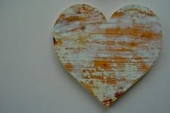 Αγροτικός που ανακυκλώθηκε η ξύλινη καρδιά αγάπης Στοκ Φωτογραφίες