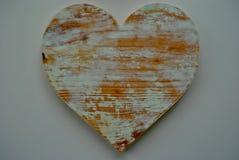 Αγροτικός που ανακυκλώθηκε η ξύλινη καρδιά αγάπης Στοκ φωτογραφία με δικαίωμα ελεύθερης χρήσης