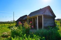 Αγροτικός φυτικός κήπος πίσω από το σπίτι Στοκ φωτογραφία με δικαίωμα ελεύθερης χρήσης