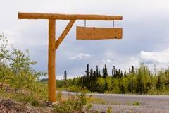 Αγροτικός driveway εθνικών οδών ξύλινος πίνακας σημαδιών Στοκ εικόνα με δικαίωμα ελεύθερης χρήσης
