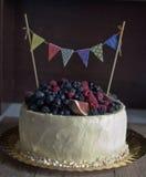 Αγροτικό κέικ γενεθλίων Στοκ εικόνα με δικαίωμα ελεύθερης χρήσης