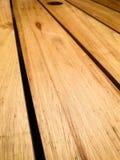 Αγροτικό καφετί ξύλινο υπόβαθρο με τις διαγώνιες σανίδες στοκ φωτογραφία με δικαίωμα ελεύθερης χρήσης