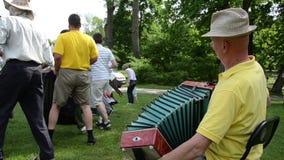 Αγροτικό κοινοτικό φεστιβάλ Οι άνθρωποι χορεύουν απόθεμα βίντεο