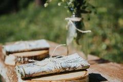 Αγροτικό ντεκόρ Δασικά δέντρα στο υπόβαθρο στοκ φωτογραφία