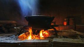 Αγροτικό δοχείο εικόνας των τροφίμων στην πυρκαγιά Στοκ φωτογραφία με δικαίωμα ελεύθερης χρήσης