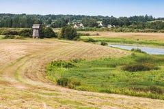 Αγροτικό ρωσικό θερινό τοπίο Στοκ εικόνα με δικαίωμα ελεύθερης χρήσης