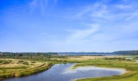 Αγροτικό ρωσικό τοπίο Ακτές ποταμών Sorot Στοκ φωτογραφία με δικαίωμα ελεύθερης χρήσης