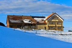 Αγροτικό σπίτι στο χαρακτηριστικό ύφος Appenzell Στοκ Εικόνα