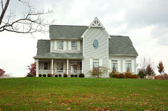 αγροτικό σπίτι φθινοπώρου στοκ φωτογραφία με δικαίωμα ελεύθερης χρήσης