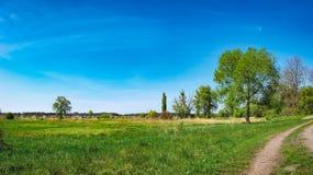 Αγροτικό τοπίο κάτω από το μπλε ουρανό στην Ουκρανία Στοκ φωτογραφίες με δικαίωμα ελεύθερης χρήσης