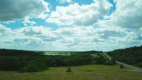 Αγροτικό τοπίο με τα σύννεφα, χρόνος-σφάλμα απόθεμα βίντεο