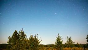 Αγροτικό τοπίο νύχτας με τα αστέρια, χρόνος-σφάλμα απόθεμα βίντεο