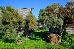Αγροτικό τοπίο πίσω από το σπίτι Στοκ εικόνα με δικαίωμα ελεύθερης χρήσης