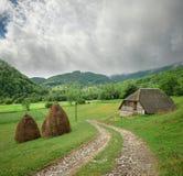 Αγροτικό τοπίο στα βουνά του Μαυροβουνίου στοκ φωτογραφίες με δικαίωμα ελεύθερης χρήσης
