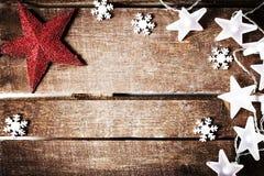 Αγροτικό υπόβαθρο Χριστουγέννων με τα φω'τα, snowflakes, τα αστέρια και το φ στοκ εικόνες με δικαίωμα ελεύθερης χρήσης
