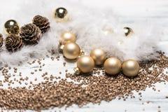 Αγροτικό χρυσό και άσπρο υπόβαθρο Χαρούμενα Χριστούγεννας στοκ φωτογραφία με δικαίωμα ελεύθερης χρήσης
