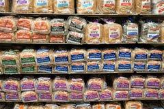 Αγροτικό ψωμί Pepperidge στα ράφια υπεραγορών στοκ εικόνα