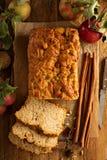 Αγροτικό ύφος ψωμιού της Apple Στοκ Φωτογραφία