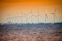 Αγρόκτημα ανεμοστροβίλων στη θάλασσα της Βαλτικής, Δανία Στοκ Εικόνες