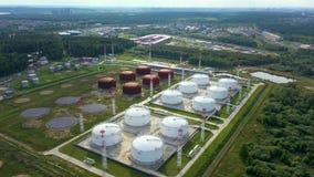 ( Αγρόκτημα πετρελαίου και δεξαμενών καυσίμων Σταθμός αποθήκευσης καυσίμων Βιομηχανική δυνατότητα Οι κινήσεις κηφήνων από τον κύκ απόθεμα βίντεο