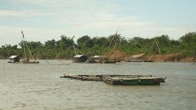 Αγρόκτημα ψαριών, κινεζικό δίχτυ του ψαρέματος, αλιεία, ψαράς, ψαράς απόθεμα βίντεο