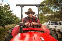 Αγρότης στο τρακτέρ Στοκ Φωτογραφίες