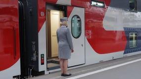 Αγωγός στο τραίνο Mikhail Ulyanov διόροφων λεωφορείων Στοκ Εικόνες