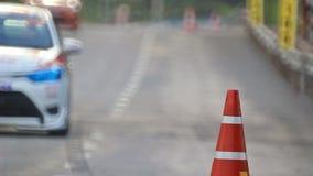 Αγωνιστικά αυτοκίνητα που φρενάρουν στην καμπύλη, (ήχος που καταγράφεται) απόθεμα βίντεο