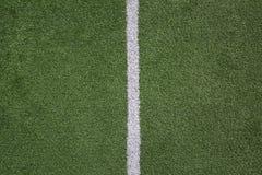 Αγωνιστικός χώρος ποδοσφαίρου με τη μέση γραμμή Στοκ Εικόνες