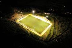 Αγωνιστικός χώρος ποδοσφαίρου νύχτας στοκ φωτογραφία με δικαίωμα ελεύθερης χρήσης