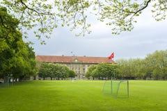 Αγωνιστικός χώρος ποδοσφαίρου γυμνασίου Στοκ Εικόνες